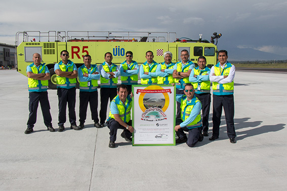 "Quito Airport Firefighters Received ""Best Water Arch Salute"" Award"