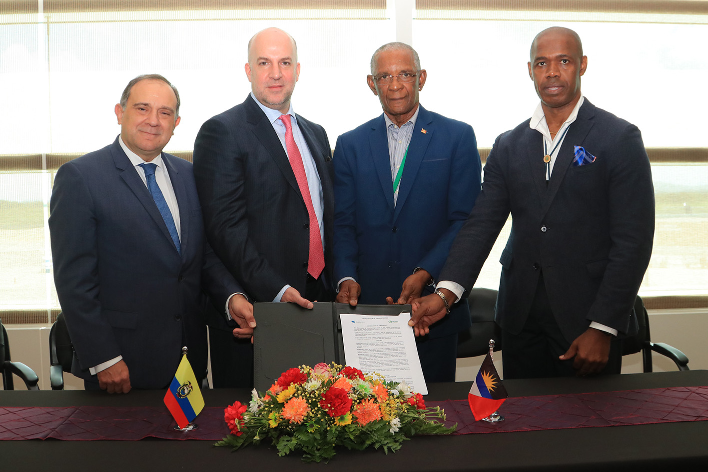 Signature of agreement bertween Corporacion Quiport  and Antigua and Barbuda Airport